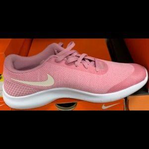 Nike Flynit Sneakers